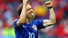 """Модрич вече взе наградата за номер 1 на ФИФА, а сега стана и първият хърватин със """"Златна топка"""""""