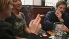 Няколко критики срещу пълната забрана за пушене на закрито, изказани от един непушач