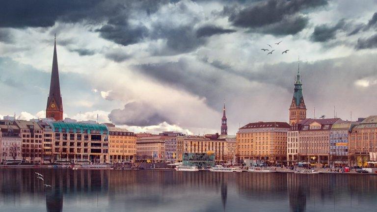 """10. Хамбург, Германия  Хамбург е последният град от челната десетка с общ резултат 95 точки. Те са разпределени по категории: """"сигурност"""" - 90; """"здравеопазване"""" - 100; """"култура и околна среда"""" - 93,5; """"образование"""" - 91,7; """"инфраструктура"""" - 100."""