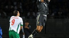Буфон срещу Бербатов при последната им среща. Пак победи Италия - 2:0 на 6 септември 2009 г. в Торино. И пак без гол за българина.