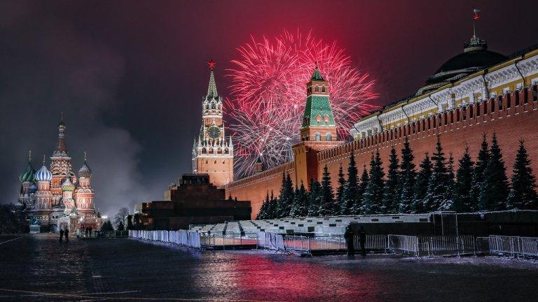 Москва  Червеният площад в Москва също остана - нетипично за други години - празен.
