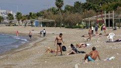 Властите в Атина налагат нови мерки за ограничение на заразата от влизащи в страната туристи