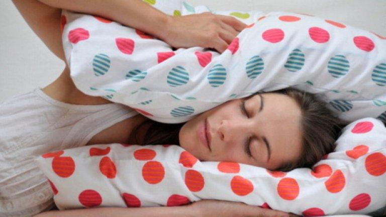 8. Проблеми със съня Безсънието често се свързва с промени в нивата на кръвната захар, което увеличава производството на кортизол (стресов хормон) и намалява производството насеротонин(познат като хормон на щастието и спокойствието) в организма. Приемът на протеин (чрез добавки или храна) ще помогне да се увеличи производството на серотонин и да се намали глада за захар. Адекватният прием на белтъчини е необходимост за осигуряването на добър сън, който от своя страна е ключов елемент заздравословното състояние на всеки.