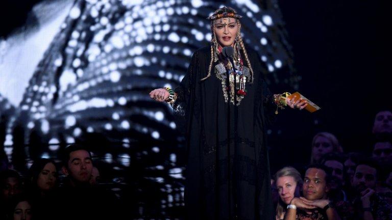 Сутрешен newscast: Мадона ядоса зрителите на видеонаградите на MTV