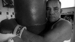 Еврейският боксьор-шампион, който загуби цялото си семейство в Аушвиц, но бе спасен от юмруците си
