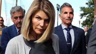 В едно мегадело с над 56 обвиняеми родители, Лафлин и съпругът ѝ можеха да получат по 20 години затвор