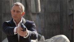 Джеф Безос на теория може да купи почти всичко. Включително и агент 007.