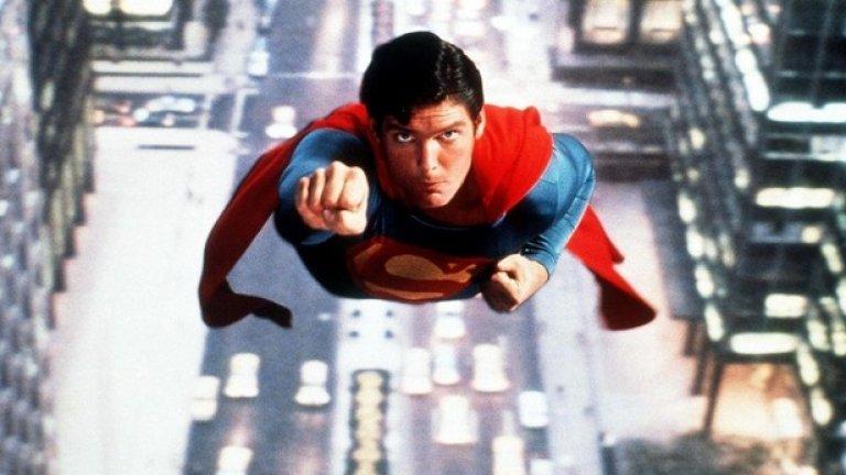 """Супермен (1978 г., реж. Ричърд Донър)  Или един от """"великите филми, които наистина са му повлияли"""". Нолан споделя, че първият филм на Донър за супергероя наистина го е """"впечатлил"""", което вероятно обяснява защо няколко десетилетия по-късно ще се заеме със задачата да разкаже по един завладяващ начин историята на друг супергерой на DC – Батман, и да продуцира """"Мъжът от стомана"""".   """"Супермен"""" от 78-а ни запознава с произхода на супергероя (в ролята е Кристофър Рийв) – унищожението на планетата Криптон, изпращането на младия Кал-Ел на Земята, отглеждането му от семейство в Канзас и превръщането му в защитник на слабите. И, разбира се, за първия му сблъсък със злия Лекс Лутор, изигран тук от Джийн Хекман."""