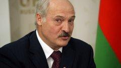 Дори сега той няма намерение да сдава властта в Беларус