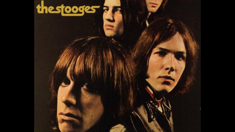 The Stooges - The Stooges  Говорейки за суров, примитивен рокендрол, не можем да не си спомним и как прото-пънкарите от The Stooges, водени от Иги Поп, са оформили своя дебютен албум през 1969-а. Не е ясно колко време е отнело записването на първите пет песни от него, но по-интересната част дошла после. Звукозаписният им лейбъл отказал албума, когато разбрал, че в него има само пет песни и няма достатъчно материал за дългосвиреща плоча.   Тогава The Stooges излъгали, че имат още много авторски песни, които могат веднага да запишат. Ситуацията била спешна и само за една нощ групата измислила и записала три чисто нови песни. Усилието си заслужавало, защото днес албумът The Stooges е същинска икона на ранния пънк.