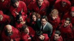 """Money Heist (Casa del Papel)  Испанският хит на Netflix беше подновен миналото лято за пета и последна част (сезон). Money Heist започна с историята на мистериозния """"Професор"""", който събра група от осем души, с които да реализира зрелищен обир, а концепцията се оказа подходяща за още няколко продължения. Същевременно стрийминг гиганта не се отказва от идеята - през есента стана ясно, че Money Heist ще се сдобие и с корейска адаптация."""