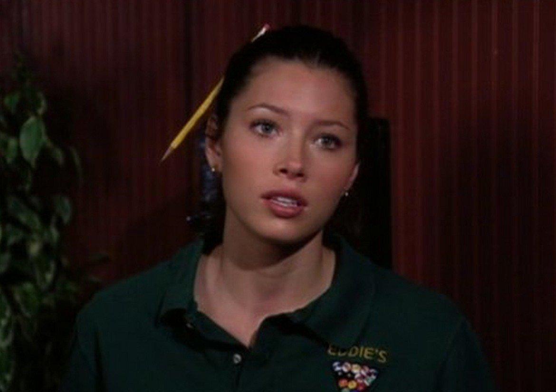 """Тъй като има хубав глас, първоначалната й цел е била да се занимава с пеене. Красивото й лице още като дете обаче й отваря вратите към ролите в няколко реклами. Истинският пробив на екран идва с драматичния сериал """"Седмото небе' (7th Heaven, 1996-2006 г.). Едва 14-годишна е избрана за ролята на Мери Камдън."""