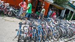 На този сервиз за велосипеди не му трябва да е в центъра