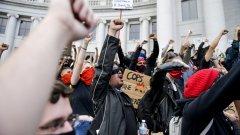 Какво звучи в офиса на Webcafe тази седмица: Стари и нови протестни химни