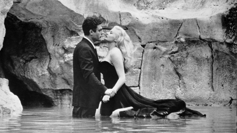 """Сред примерите за това е """"Сладък живот"""" на Федерико Фелини."""