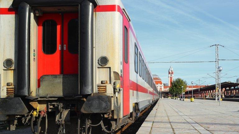 Временно е преустановено движението между гарите Белово и Костенец