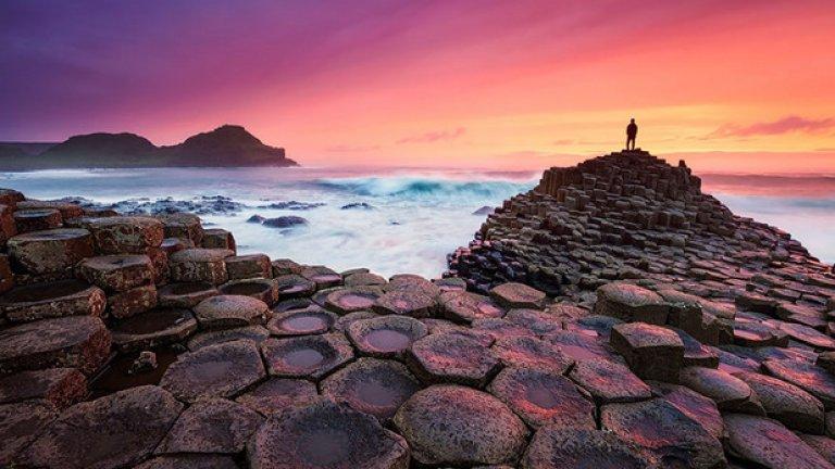 Преди 50-60 милиона години на този ирландски плаж се е надигнала базалтова лава и се е охладила, напуквайки се по този странен и омагьосващ начин