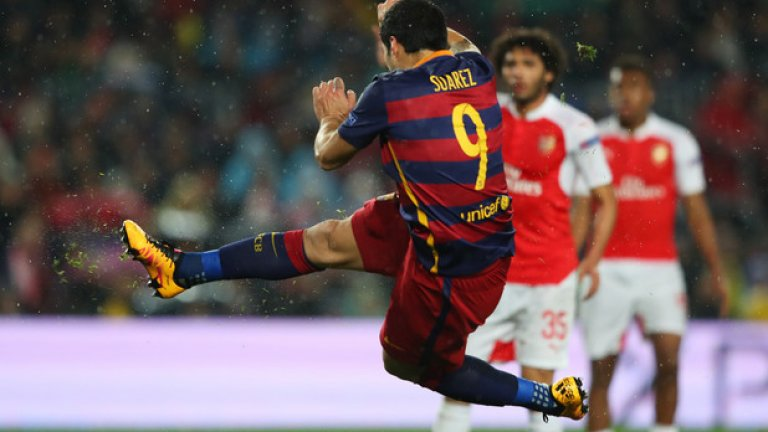 Феноменален гол на Луис Суарес успокои Барселона в минутите, в които Арсенал имаше надмощие при 1:1.