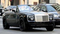 """Дейвид Бекъм, Rolls-Royce Phantom Drophead – 407 000 долара Бившата звезда на Манчестър Юнайтед и Реал обича да се разхожда със семейството или част от него с колата или пък да отскочи набързо до близкия мол. Въпреки хубавото време в Калифорния Дейвид твърде често се оплаква от """"кошмарния трафик"""" в Холивуд."""