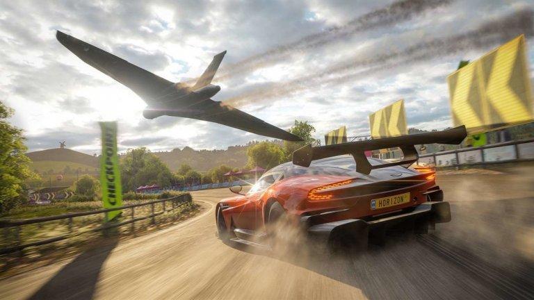Forza Horizon 4 (Playground Games / Turn 10 Studios / Microsoft Studios)  На практика без конкуренция, лъскавата Forza Horizon 4 отнесе на висока скорост приза за най-добро спортно/рейсинг заглавие. Този път освен разкошна графика, играта съдържа сюжетни елементи – нещо, което става за пръв път в историята на рейсъра. Наречени Horizon Stories, тези мисии предлагат компактни истории, развиващи се на фона на красивия свят на играта, който пресъздава Великобритания. В техните рамки изпълнявате различни задачи като шофьор на такси или каскадьор. С високоскоростни надпревари, страхотна визия, променящи се сезони и силен онлайн елемент, Forza Horizon 4 действително е най-добрият ресър в година, която не донесе много на жанра.