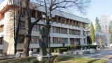Желанието им за напускане беше провокирано от разнопосочните заповеди и правила за пациенти с COVID-19. Решението за оттегляне на оставката идва след среща с кмета на Велинград (на снимката: сградата на Община Велинград)
