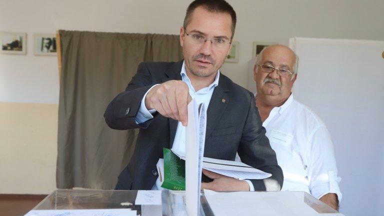 Президентът Румен Радев, премиерът Борисов и още редица политици вече гласуваха (снимки)