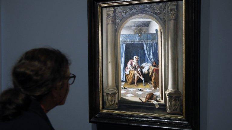 """13 липсващи шедьовъра Обирът на 13 известни картини от Бостънския музей """"Изабела Стюарт-Гарднър"""" разтърси любителите на изкуството през март 1990 година. Двама мъже, преоблечени като полицаи, изнасят общо 13 платна на Рембранд, Мане, Готварт Флинк и други. Сред тях е и показаният на снимката """"Концерт"""" на Ян Вермер ван Делфт. Рамките на откраднатите картини и до днес висят празни."""