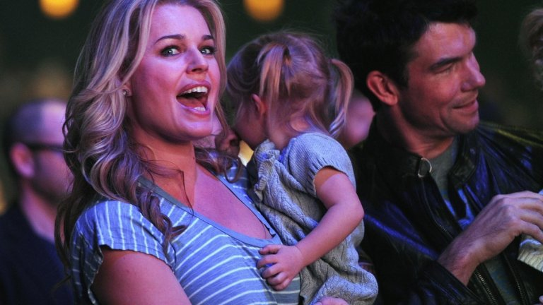През това време тя става майка и на две дъщери близначки от съпруга си - актьора Джери О'Конъл (на снимката). Двамата са заедно от 2005 г., а преди това Ребека има и още един брак с актьор - Джон Стамос.