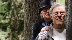 """Youth  След триумфа на поетичния шедьовър """"Великата красота"""" италианският режисьор Паоло Сорентино вече е готов с новия си филм Youth, който разказва за двама стари приятели, творци и бонвивани, които отиват на ваканция в елегантен алпийски хотел.  Първият трейлър на филма напомня на изящната естетика на """"Великата красота"""" с носталгичната си атмосфера, еклектичния музикален фон, централните персонажи, болезнено красивите симетрични композиции и цялостното усещане за кинаметографично бижу.  Двете главни роли се играят от Майкъл Кейн и Харви Кайтел, а в трейлъра виждаме още Пол Дейно и Рейчъл Уайз. Кадрите на маестро Сорентино пленяват въображението с величествената си кинематографична гравитация.  Вече е ясно, че Youth ще бъде болезнено красиво и дълбоко произведение, помиряващо меланхоличен екзистенциалзъм, блестящ и жизнеутвърждаващ сюрреализъм, нюансирани психологически портрети и потресаващи природни пейзажи. Сорентино затвърждава реномето си на """"Фелини от XXI век""""."""