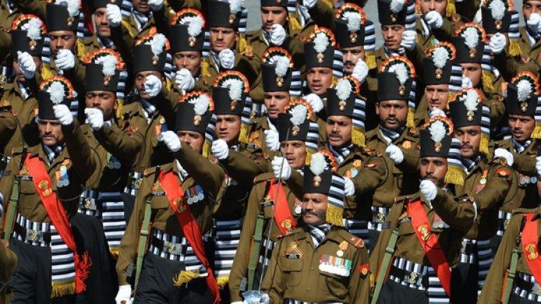 Индия също се включи със свои военни