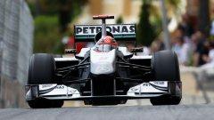 Михаел Шумахер се опита да атакува шестото място в края на Гран при на Монако, но това му донесе наказание