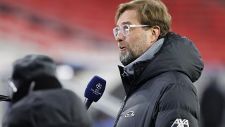 Клоп трябва да обясни защо Ливърпул се разпада, а не да напада журналистите заради въпросите им