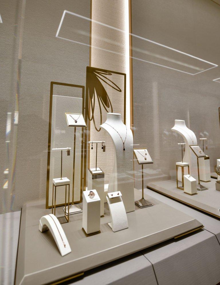 Бижута от колекция Pure Diamonds от магазин TEILOR Fine Jewellery, ниво 0, Сердика Център