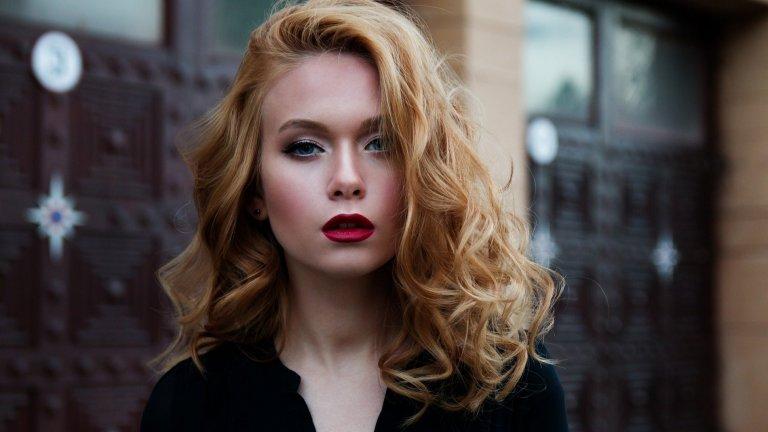 Най-модерно е да изглеждате така, сякаш днес не сте обърнали особено внимание на косата си. Но за да сме по-конкретни, ето девет от най-нашумелите трендове при косите тези лято и есен: