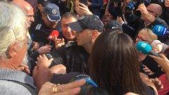 Снимка от полагането на клетва на Николай Димитров като кмет на Несебър. Това се случи през ноември, с белезници и под конвой заради обвинение  за търговия с гласове