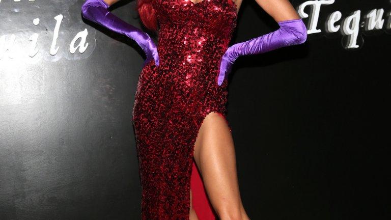 Алесандра Аброзио като Джесика Рабит, съпругата на Заека Роджър
