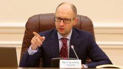 Оставката на Яценюк е е сигнал за борба между различни групи във властта в Украйна