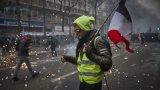 Полицията е използвала и сълзотворен газ, за да разпръсне демонстрантите