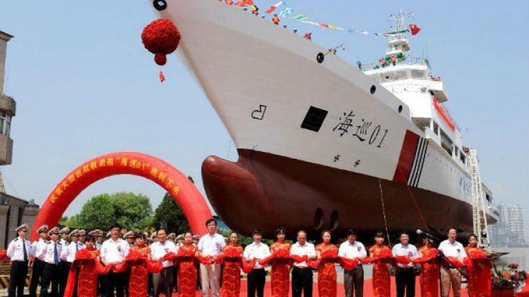 Снимка на китайския Haixun 01, който в петък и неделя засече първите два пинг-а от черната кутия. Той се използва от ноември 2006 година и е един от най-модерните кораби в китайския флот. Към него в търсенето са се присъединили и корабите Jinggangshan и Kunlunshan.