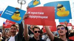 Демонстрациите в Русия завършиха с над 1000 арестувани