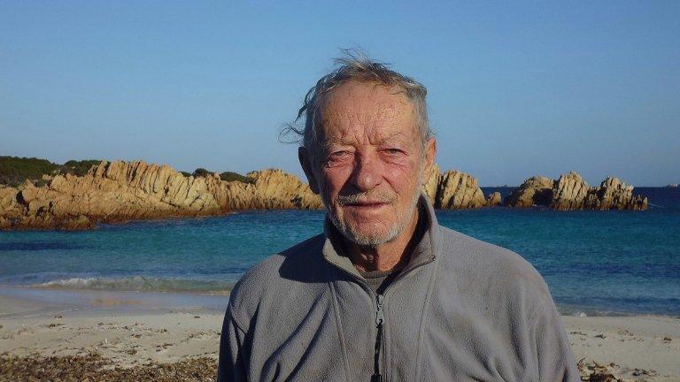 Мауро Моранди е принуден да напусне самотния си остров
