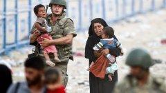 Нагласите спрямо бежанците се променят и са нужни действия.