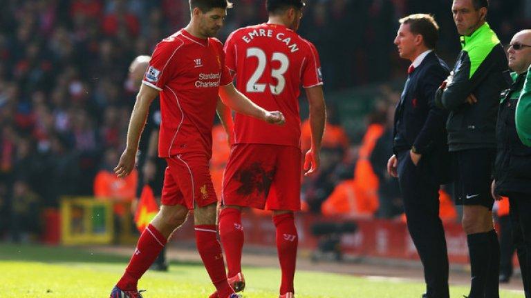 Джерард напуска терена 38 секунди,след като влезе в игра срещу Манчестър Юнайтед.