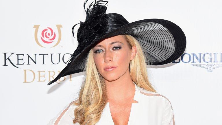 """Като семейна жена блондинката сменя коренно стила си - вече не носи блузи, които повече приличат на сутиени, и набляга на по-стилни тоалети. Все пак ѝ е трудно да се откаже от дълбоките деколтета, но точно на Кендра ѝ е простено. Уилкинсън прави собствено риалити шоу - """"Kendra on Top"""" - в което камерите следят ежедневния ѝ живот заедно с всичките му скандали и пикантни истории (сред които и изневярата на съпруга ѝ). Освен това след раждането на първото си дете тя пише книга за майчинството, а след второто си бебе започва да подготвя и втора част."""
