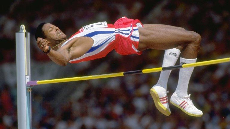 """Във високия скок при мъжете рекордът също е """"брадат"""". През 1993 година Хавиер Сотомайор прескача летвата с височина 245 см, което никой не успява да направи и до днес."""