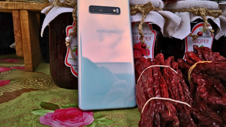 Снимки от телефона можете да разгледате в галерията. Повечето от тях са направени в съседна Сърбия и по-конкретно малкия Димитровград. Кадрите са без обработка, а авторът не е консумирал дюлева ракия, докато ги е правил. :)