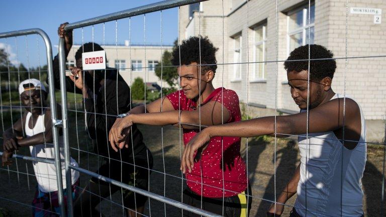 Канали в Telegram примамват мигрантите към Литва с обещания за път за бягство