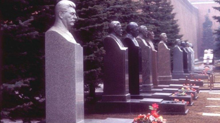 В последния четвърт век, Русия редовно се опитва да доказва права върху покойните си емигранти и да ги връща у дома, десетилетия след смъртта им.