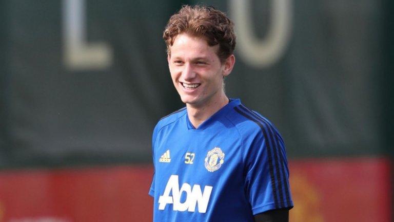 """Групата на Юнайтед за визитата на Астана е със средна възраст от 20 години, а 10 от играчите още не са дебютирали с фланелката на """"червените дяволи"""". Едно от момчетата е Макс Тейлър."""