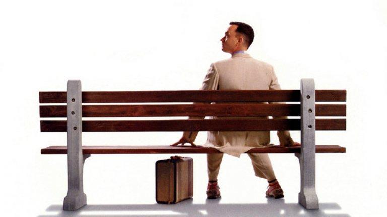 """Forest Gump/ Форест Гъмп - Робърт Земекис   Том Ханкс влиза в ролята на Форест Гъмп и получава """"Оскар"""" за главна мъжка роля. Преди него Джон Траволта и Бил Мъри отказват ролята заради други ангажименти.   Земекис използва много визуални ефекти, за да включи главните актьори към архивните кадри във филма. Обичаме да го гледаме отново и отново заради трогателния сюжет, гениалното изпълнение на Ханкс и заради запомнящите се реплики като тази, че животът е като кутия шоколадови бонбони – никога не се знае какъв ще ти се падне."""